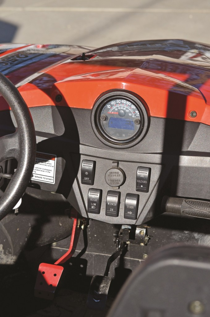 The dash is fully equipped with an assortment of winch controls, turn signals and headlight switches. It comes with a working horn too. We wish that Hisun made a machine without all these features with a significantly lower price.
