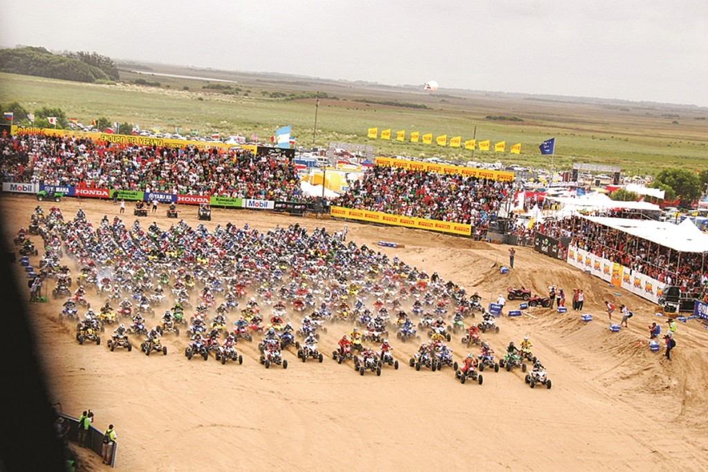 With so many riders, they have to start in multiple rows. It's quite a spectacle.