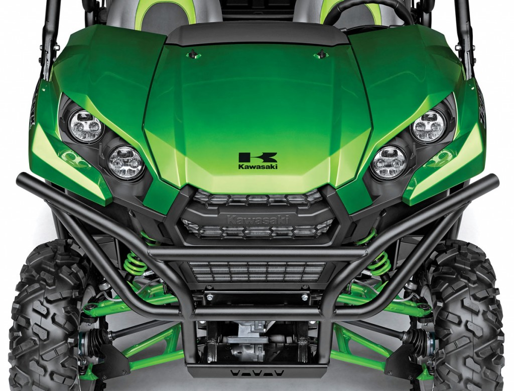 The whole front hood of the Teryx was redesigned. Kawasaki added two more headlights in their LE models and redesigned the front bumper and hood.