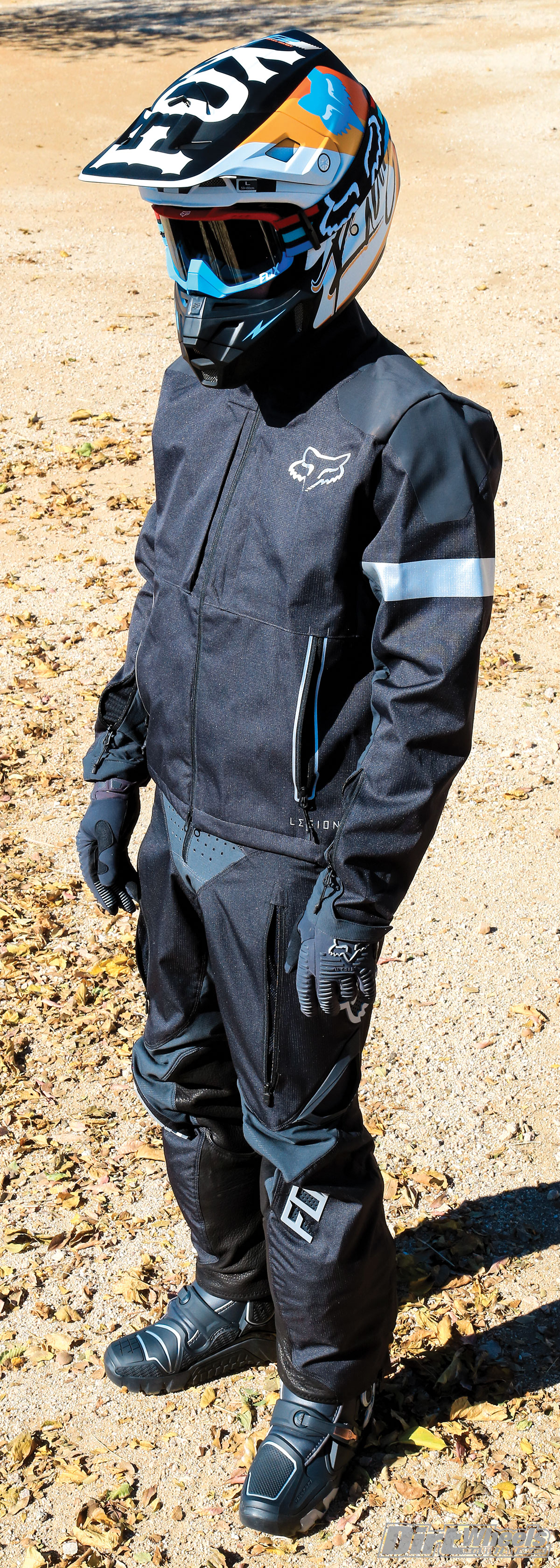 The Legion Offroad gear set has a slim fit to it, yet the gear breathes and stretches very well. If charcoal is your color, this set looks great. You can get it in a navy blue and orange scheme as well.
