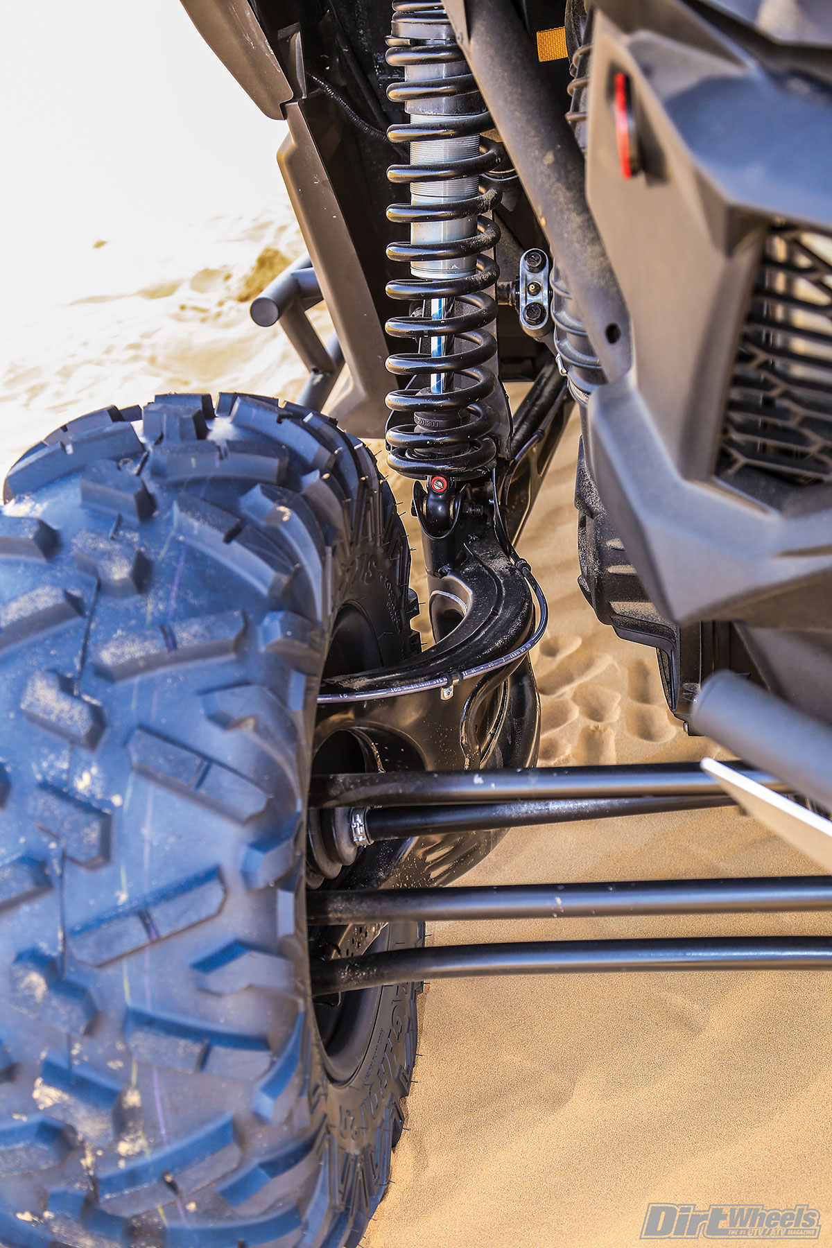 The unique wrap-around-style trailing arm is a big reason why the X3 models handle rough terrain so well. The Fox 2.5 RC2 shocks offer 20 inches of travel front and rear.